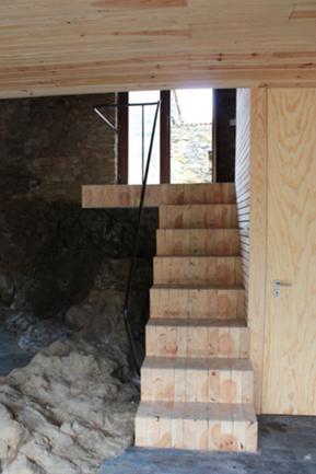 Escada de acesso ao piso térreo