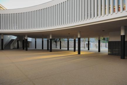 O recreio coberto foi projectado como uma sala hipóstila.