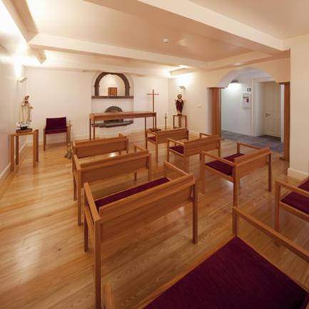 Capela Reabilitada e Novo Mobiliário