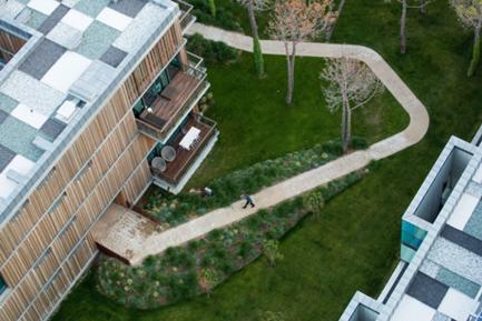 Jardim, percursos e coberturas vista desde a torre