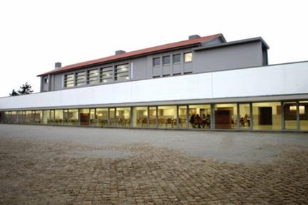 Pátio Poente Adjacente ao Refeitório/Convívio - Sala Polivalente Superior (Antigo Ginásio Reabilitado)