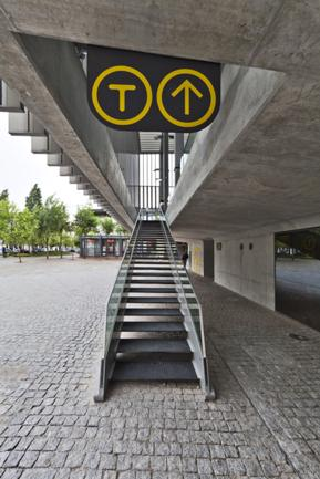 Estação Baixa, Escadas