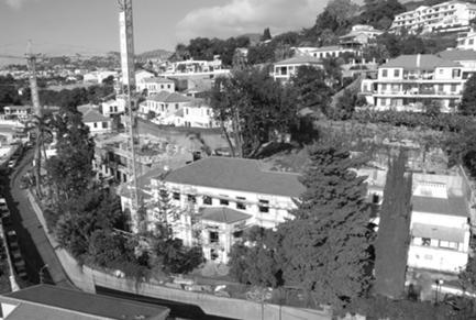 Implantação do Novo Edifício em Plataforma a Meia Encosta