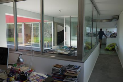 Escritório para o Exterior Coberto e a Cozinha