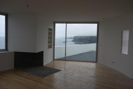 Vista da Sala de Estar para o Terraço e a Costa