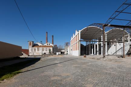Edifício do Estacionamento e Relação com a Rua