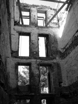 Vista do Edifício após Incêndio e Antes da Obra